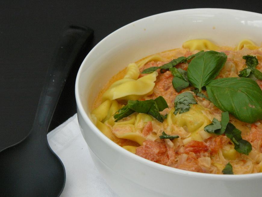 tortellini à la sauce tomate crèmeuse
