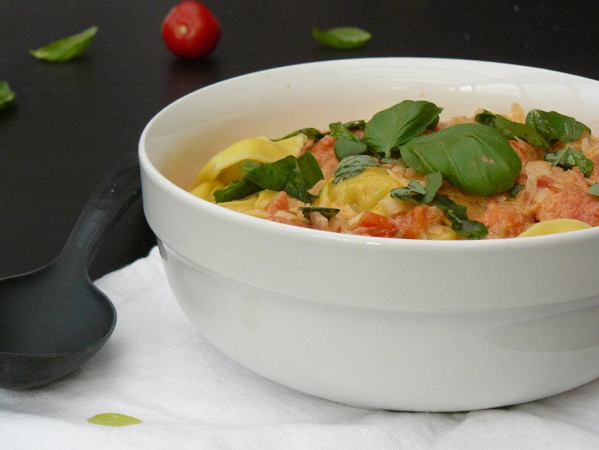 tortellini à la sauce tomate crèmeuse2